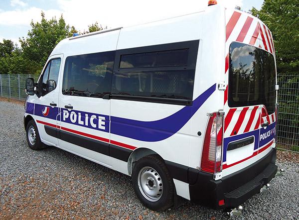 Mit unserem Sortiment von Cleargard Sicherheitsscheiben rüstet Plastrance die Fahrzeuge der Sicherheitskräfte (Polizei und Militär) aus.