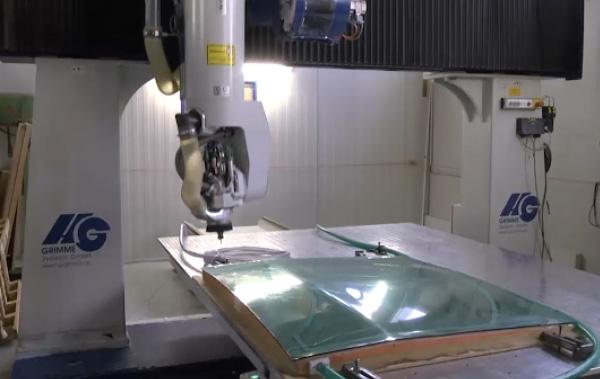 Für die Maßfertigung von Kunststoffteilen kommen bei uns die modernsten Verarbeitungsverfahren zum Einsatz.