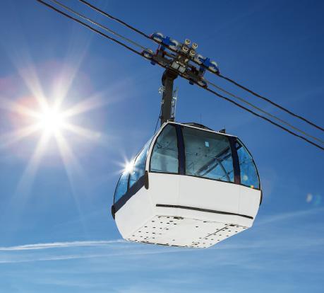 Als Spezialist für Polycarbonat-Sicherheitsverglasungen stellt Plastrance maßgefertigte Verglasungen von Bergbahnen und Sessellifte her.