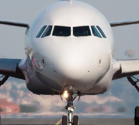 Plastrance stellt maßgefertigte Kunststoffteile für die Luftfahrt her.