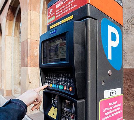 Plastrance nutzt die modernsten Kunststoff-Tiefziehverfahren für die Herstellung von maßgefertigten Teilen für öffentliche Bereiche: Parkuhr, Fahrkartenterminal.