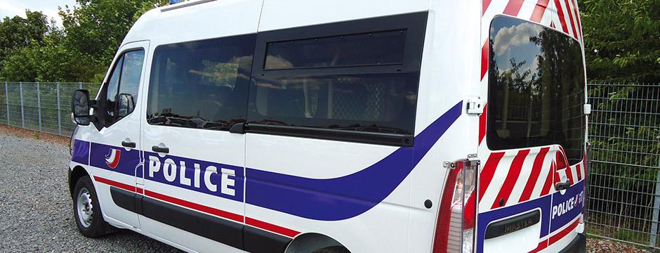 Mit Cleargard bietet Plastrance den Fahrzeugen der Sicherheitskräfte (Polizei und Militär) eine hochqualitative Polycarbonat- Sicherheitsscheibe an.